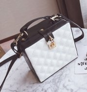 The new summer fashion color diamond package 2020 female Han Chao leisure all-match laptop Shoulder Bag Messenger Bag