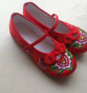 Beijing folk style shoes hand embroidered shoes children baby slip dance embroidered shoes wholesale manufacturers