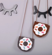 Bursting children, children, boys and girls, doughnuts, slant bags and suede sanding bags