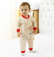Autumn and winter cotton baby clothes winter coat and baby romper with thick clothes to keep warm.