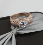 Buying hot jewelery exquisite jewelry luxury three rows of high-grade zircon rose gold engagement ring wholesale