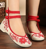Embroidered female national wind embroidered shoes, old Beijing cloth shoes, square dance, middle-aged