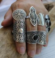 Vintage eight-piece ring gemstone ring