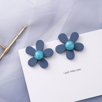 Minimalist popular daisy flower patterned blue-gray earrings jewelry for women