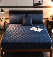 Crystal fleece padded bed cover